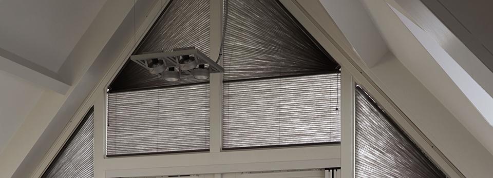 schuin raam affordable vertikale lamellen voor een schuin